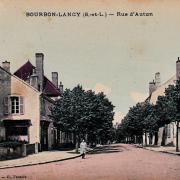 Bourbon-Lancy (Saône-et-Loire) La rue d'Autun CPA