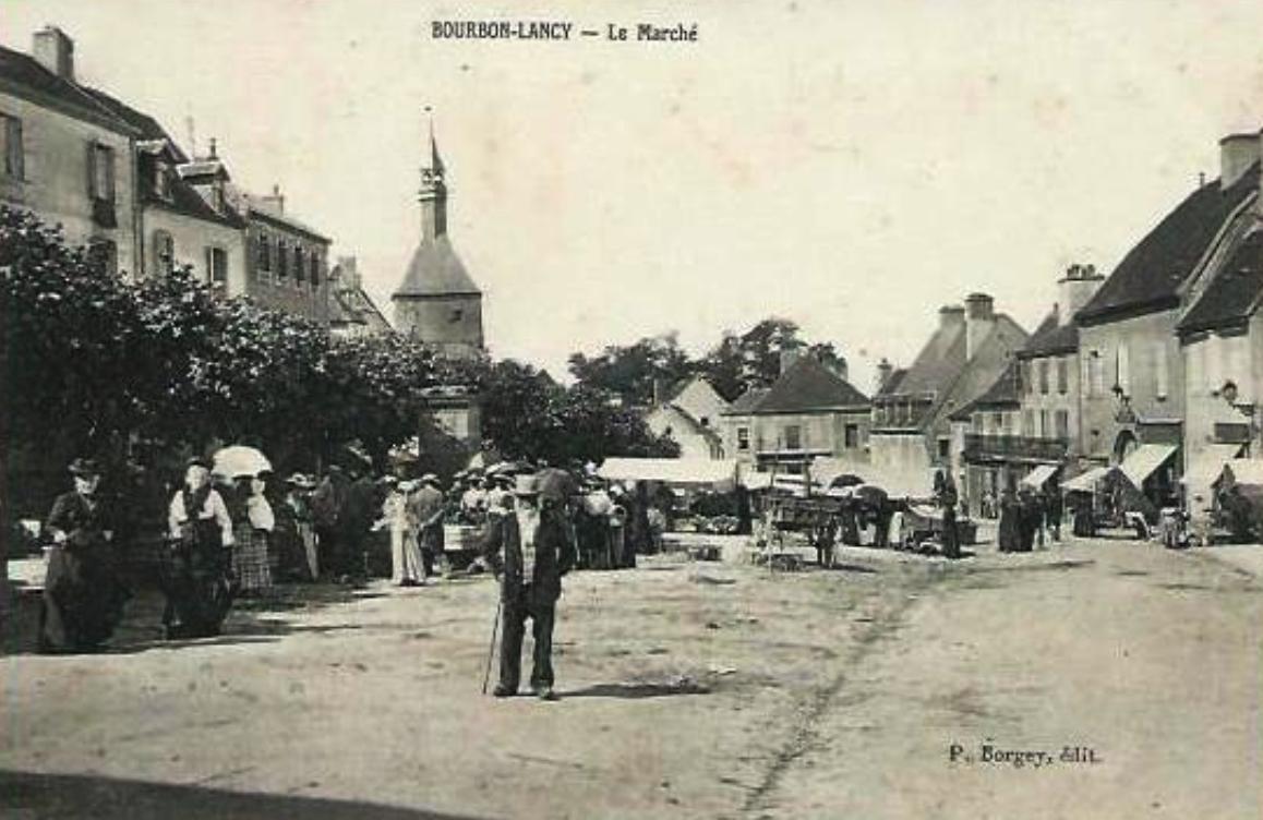 Bourbon-Lancy (Saône-et-Loire) Le marché CPA