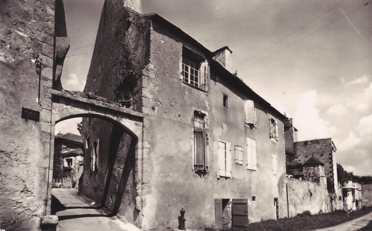Bourbon-Lancy (Saône-et-Loire) Les remparts CPA