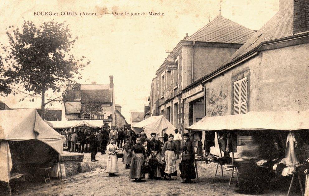 Bourg-et-Comin (Aisne) CPA Le marché