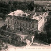Bourges (18) L'Hôtel de Ville, ancien palais des archevêques CPA