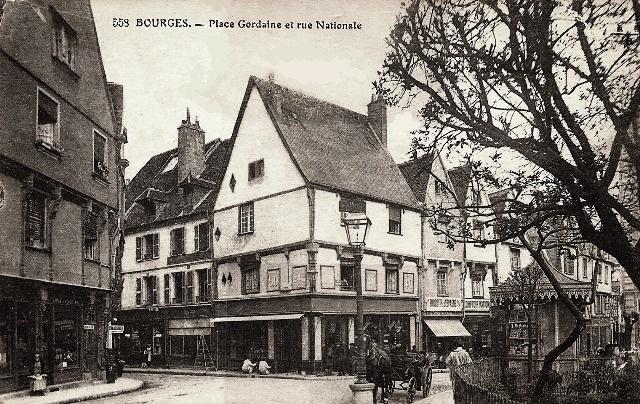 Bourges (18) La place Gordaine CPA