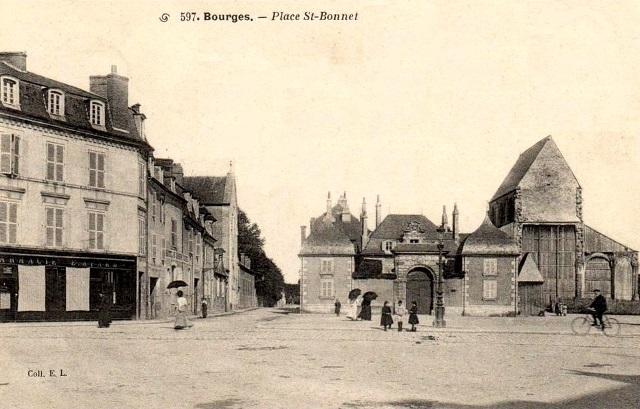 Bourges (18) La place Saint-Bonnet CPA