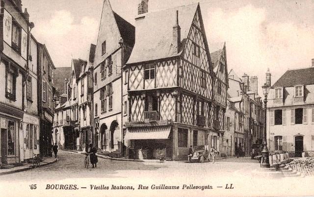 Bourges (18) La rue Pellevoysin CPA
