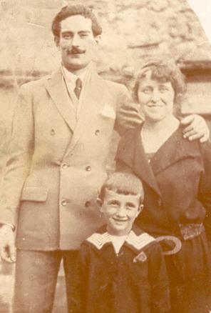 Jules Philippe Alexandre Bourrié (avec son épouse et son fils) en 1924
