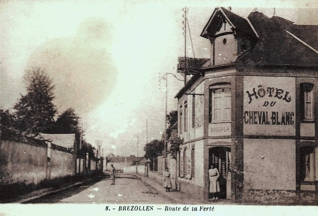 Brézolles (28) L'Hôtel du Cheval Blanc CPA
