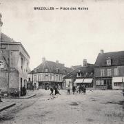 Brézolles (28) La place des Halles CPA