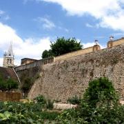 Brézolles (28) Le mur de la première enceintre du château