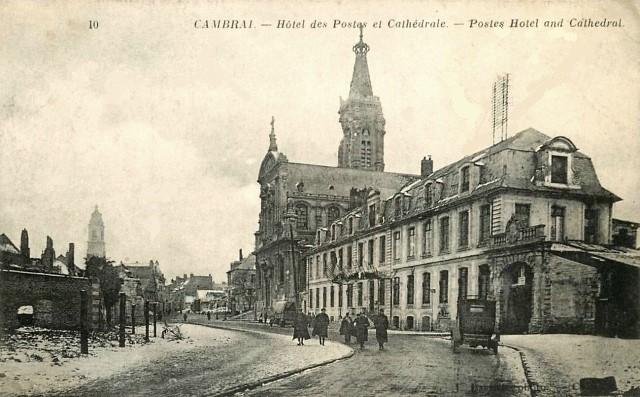 Cambrai 59 l hotel des postes et la cathedrale cpa