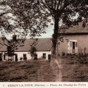 Cercy-la-Tour (Nièvre) La place du Champ de foire CPA
