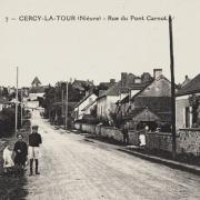 Cercy-la-Tour (Nièvre) La rue du Pont Carnot CPA
