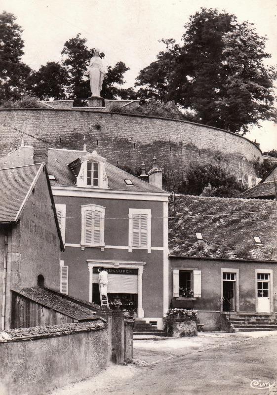 Cercy-la-Tour (Nièvre) La tour CPA