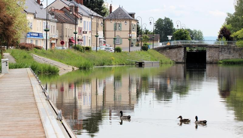 Cercy-la-Tour (Nièvre) Le pont