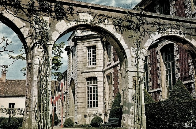 Chartres (28) L'ancien palais épiscopal CPA