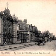 Chartres (28) La grille de L'Hôtel-Dieu CPA