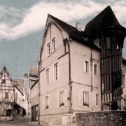 Chartres (28) La Maison des Vieux Consuls et son escalier CPA