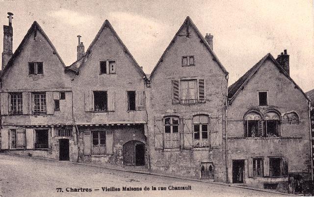 Chartres (28) Les vieilles maisons rue Chantault CPA