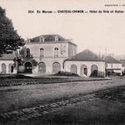 Château-Chinon (Nièvre) L'ancien Hôtel de Ville et la halle CPA