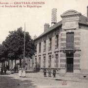Château-Chinon (Nièvre) Le Bld de la République et la Poste CPA
