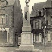 Château-Chinon (Nièvre) Le monuments aux Morts CPA