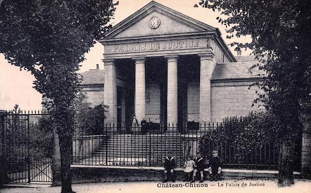 Château-Chinon (Nièvre) Le Palais de justice CPA