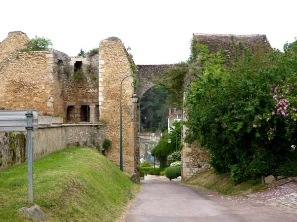 Château-Renard (45) Remparts