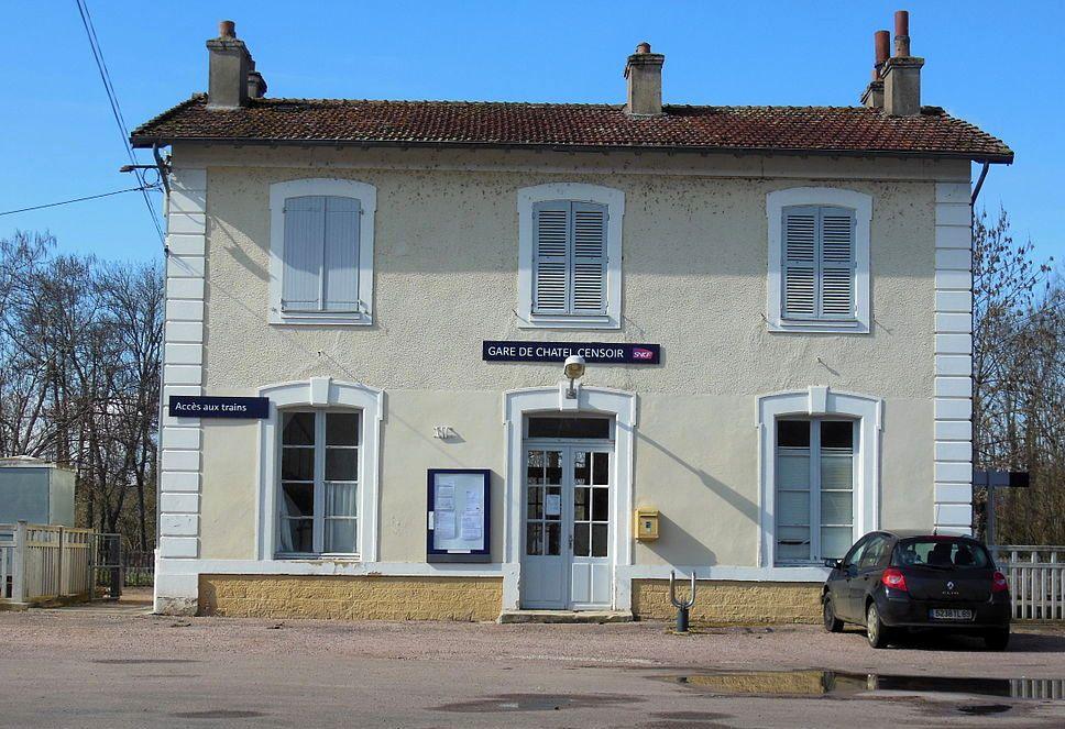 Châtel-Censoir (89) La gare