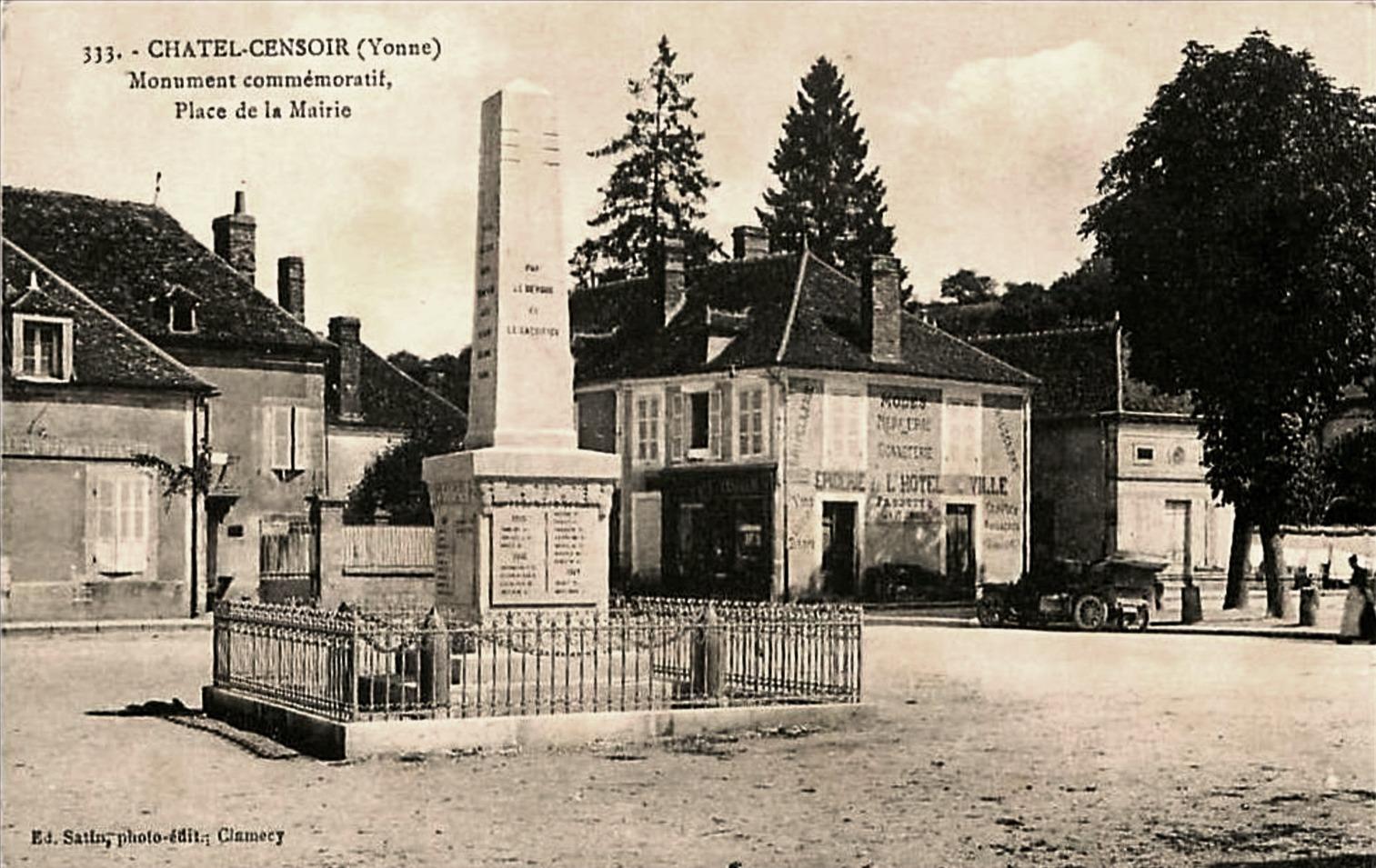 Châtel-Censoir (89) La place de la Mairie CPA