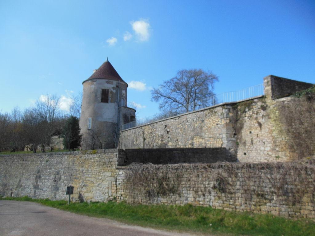 Châtel-Censoir (89) La tour d'enceinte du château
