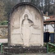 Châtel-Censoir (89) Le monument à Rozanoff