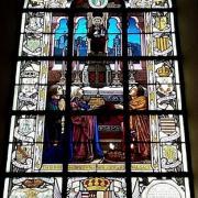 Châtenois, vitrail du prieuré représentant Gérard, Hadwide et leur fils Thierry