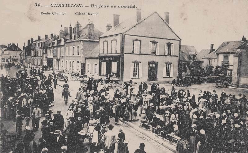 Châtillon-en-Bazois (Nièvre) La place du marché  CPA