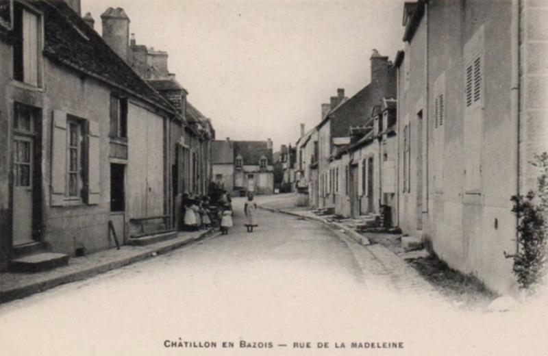 Châtillon-en-Bazois (Nièvre) La rue de la Madeleine CPA