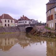 Châtillon-en-Bazois (Nièvre) Le canal du Nivernais