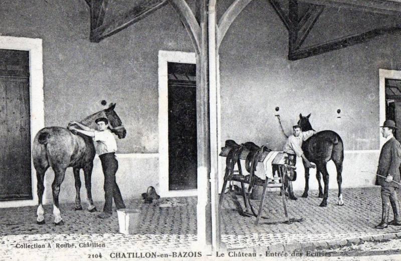 Châtillon-en-Bazois (Nièvre) Le château, les écuries CPA