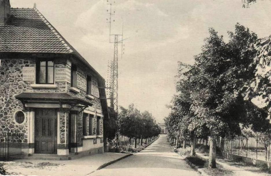 Chézy-sur-Marne (Aisne) CPA Rue de la gare