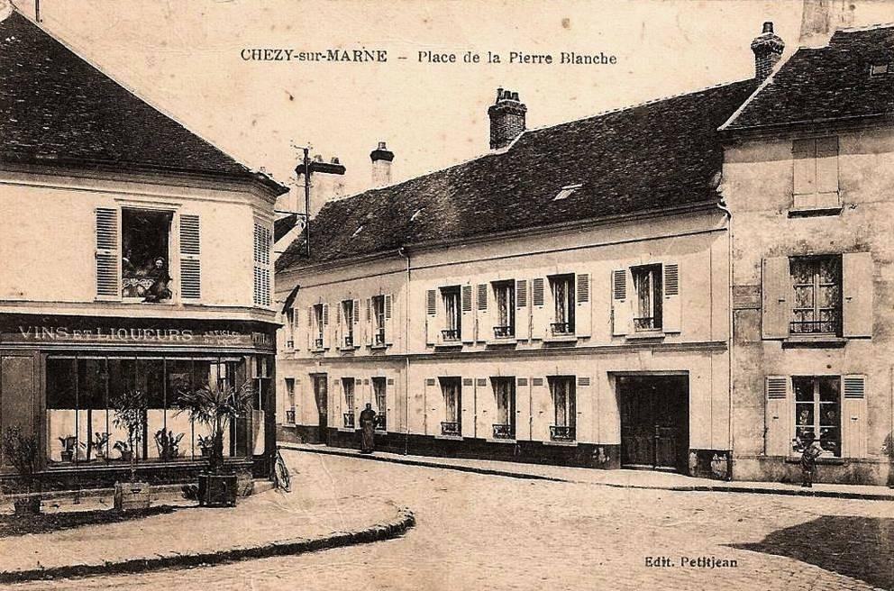 Chézy-sur-Marne (Aisne) CPA Place de la pierre blanche