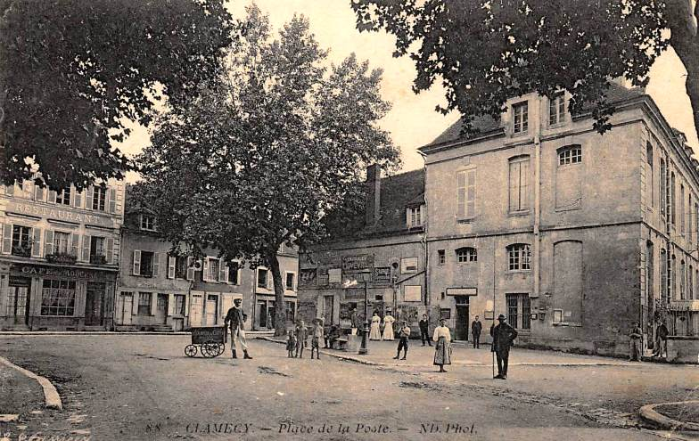 Clamecy (Nièvre) La place de la Poste CPA
