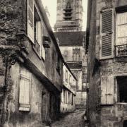 Clamecy (Nièvre) La rue de la Tour CPA