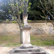 Clermont oise croix a l emplacement de l ancien cimetiere