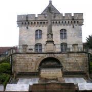 Clermont oise le monument aux morts
