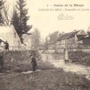 Condé-en-Brie (Aisne) CPA Passerelle du lavoir public