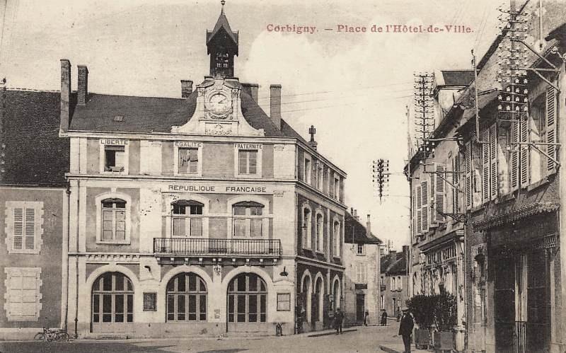 Corbigny (Nièvre) L'Hôtel de Ville CPA