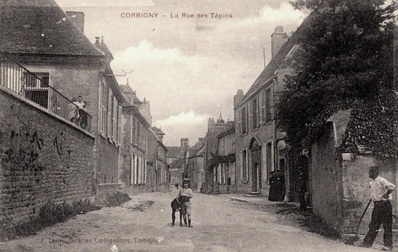 Corbigny (Nièvre) La rue des Tépins