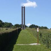 Corbigny (Nièvre) Le monument de l'Emeraude