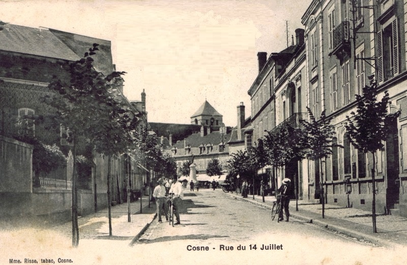 Cosne-Cours-sur-Loire (Nièvre) La rue du 14 juillet CPA