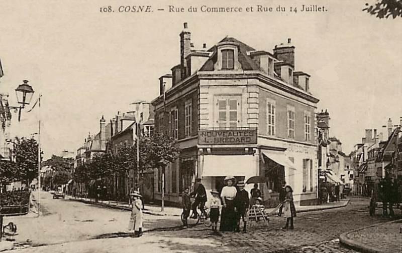 Cosne-Cours-sur-Loire (Nièvre) La rue du commerce et rue du 14 juillet CPA