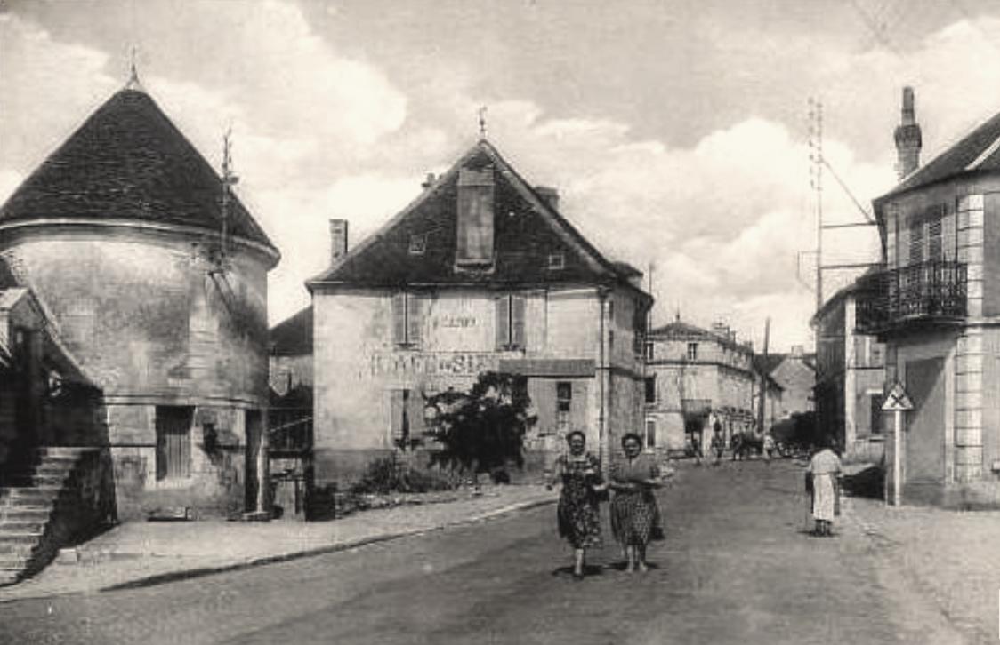 Courson-les-Carrières (89) La place CPA