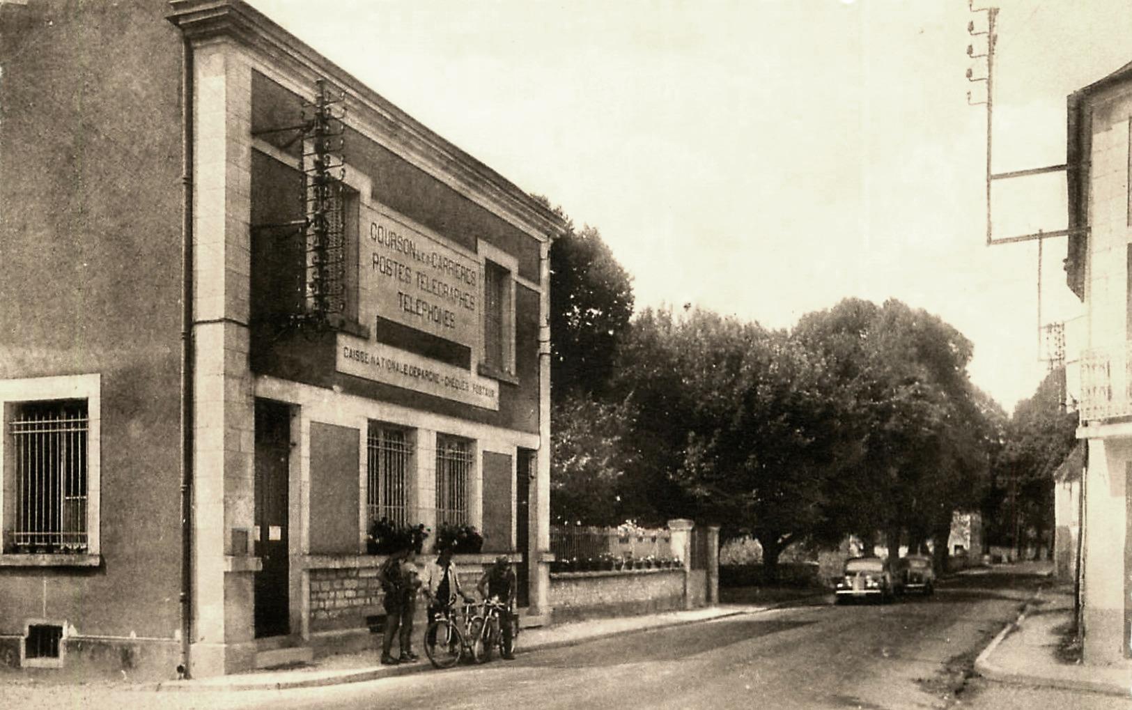 Courson-les-Carrières (89) Le bureau de Poste CPA