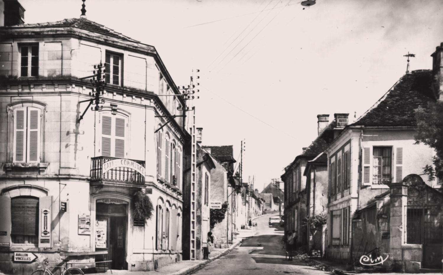 Courson-les-Carrières (89) Le café du Commerce CPA
